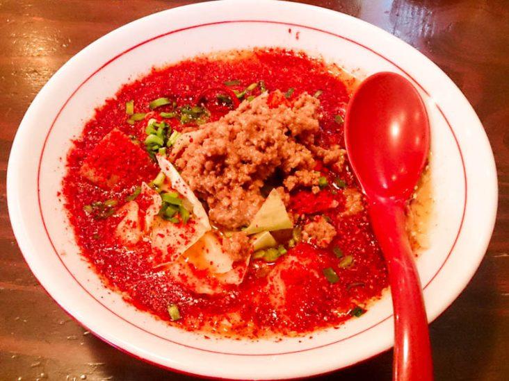 豚骨スープに背油さらに真っ赤なラーメン 1