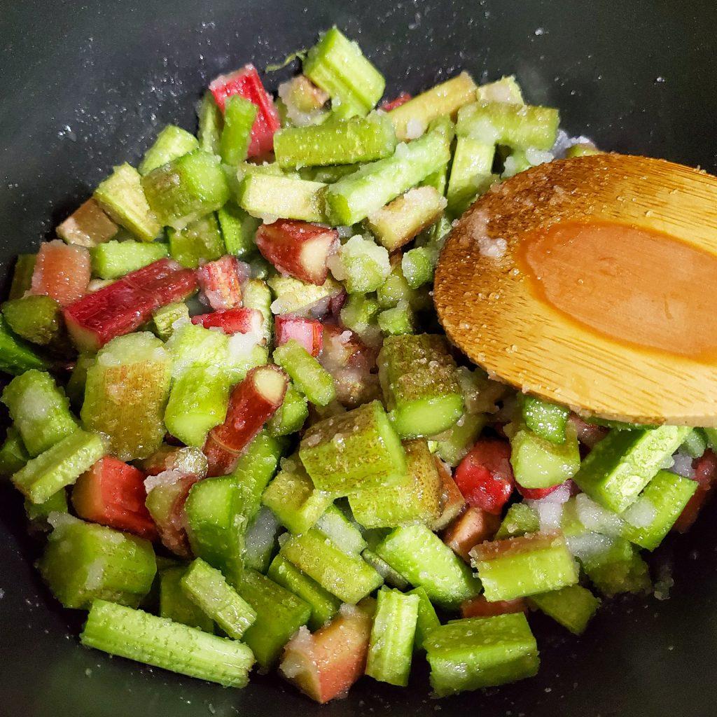 セロリみたいな野菜なのに杏のように酸っぱい?果物のような「ルバーブ」でジャム作り 3