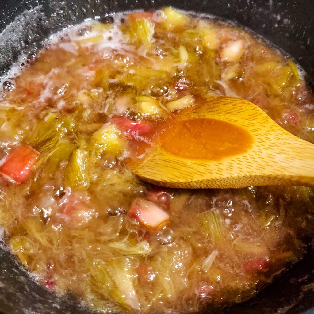 セロリみたいな野菜なのに杏のように酸っぱい?果物のような「ルバーブ」でジャム作り 6