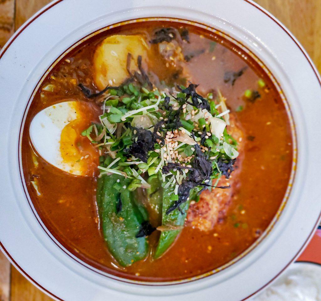 「スープカレー店 34 (THIRTY FOUR)」スープカレーに最高のトッピング有り! その五香薬味って? 6