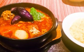 店内広々!快適な空間で食べる熱々スープカレー「南インドスープカレー 天竺 」 5