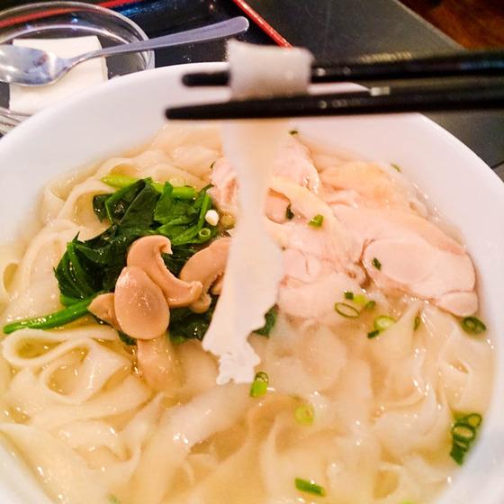アリオ札幌で初 「刀削麺」 5