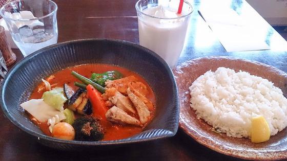 札幌市豊平区のlavi 平岸店でスープカレー 3