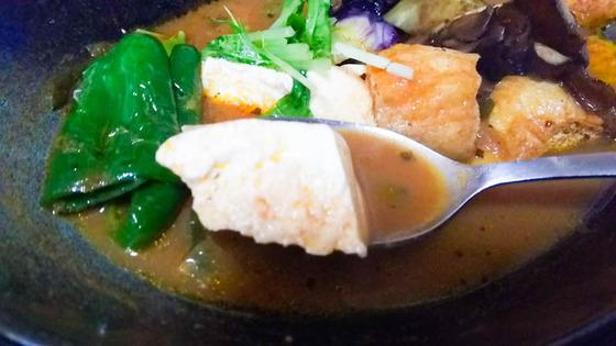 豆腐と生揚げのスープカレーを作る 4