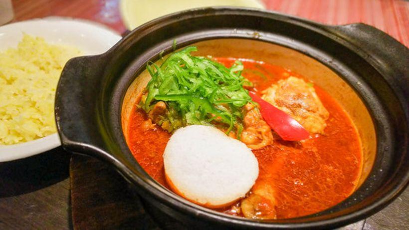 土鍋でグツグツ熱々のスープ!芳醇なスパイスの香りが引立つスープカレー 2