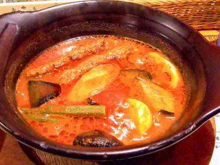 店内広々!快適な空間で食べる熱々スープカレー「南インドスープカレー 天竺 」 2