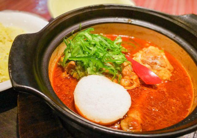 土鍋でグツグツ熱々のスープ!芳醇なスパイスの香りが引立つスープカレー 13